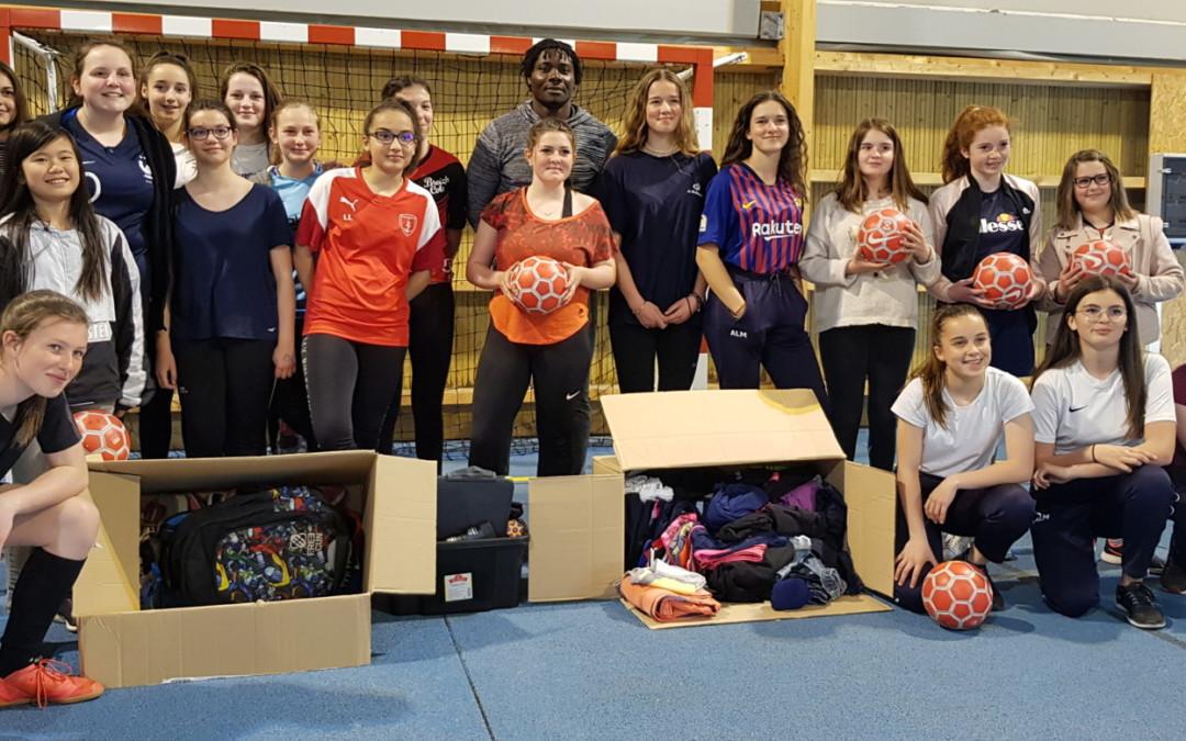 Les filles de la section foot s'engagent pour l'association «Un but pour Lankui»